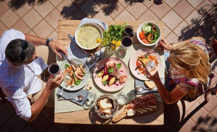 Click to enlarge image hrana_na_mizi-tomo_jesenicnik-www.slovenia.info.jpg